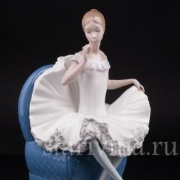 Фарфоровая фигурка Балерина на кресле, NAO, Испания, вт. пол. 20 века.