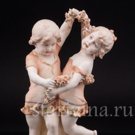 Статуэтка из фарфора Танцующие дети с гирляндой цветов, Royal Vienna Wahliss, Австрия, Кон 19, нач. 20 вв.